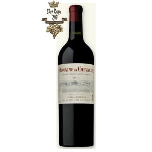 Rượu Vang Đỏ DOMAINE DE CHEVALIER Graves Grand Cru Classé có mầu đỏ đậm đặc. Được ngâm ủ 18 tháng trong thùng gỗ sồi lớn của Pháp
