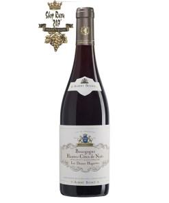 Vang Đỏ Hautes-Côtes de Nuits Les Dames Huguettes Albert Bichot có mầu đỏ đậm đẹp mắt. Hương thơm của trái cây như dâu tây