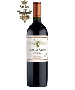 Rượu Vang Đỏ Amayna Pinot Noir có mầu đỏ hồng đậm ánh tím với độ thơm phức tạp tuyệt vời do ảnh hưởng từ biển