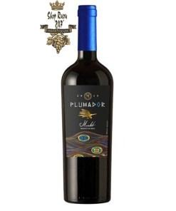 Rượu Vang Chile Đỏ Plumador Merlot Invina có mầu đỏ đen sậm hương thơm thảo mộc tự nhiên đầy đậm đà với quả mâm xôi và tiêu đen