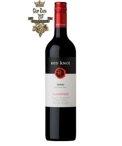 Rượu Vang Đỏ Úc Red Knot Shiraz có mầu đỏ tươi. Hương thơm mạnh mẽ của quả mâm xôi, cánh hoa hồng