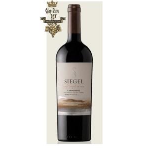 Rượu Vang Đỏ Siegel Single Vineyard Carmenere có mầu tím đậm. Hương vị của trái cây mầu đen được bổ xung bởi các ghi chú