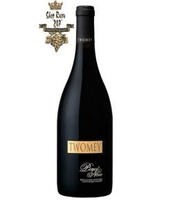 Rượu Vang Đỏ Twomey Bien Nacido Vineyard Pinot Noir có mầu đỏ granet đẹp mắt. Hương thơm của anh đào, mật ong, hạt nhục đậu