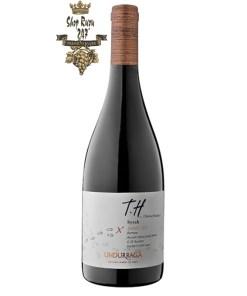 Rượu Vang Chile Đỏ Undurraga TH Syrah có màu đỏ anh đào đẹp mắt. Hương thơm của các loại thảo mộc tươi, tiêu đen