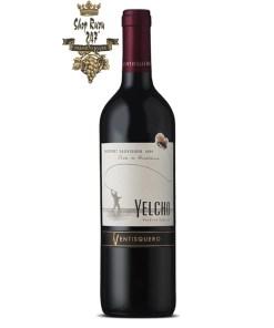 Vang Chile Ventisquero Yelcho Cabernet Sauvignon có mầu đỏ ruby. Hương thơm của các loại quả đỏ như quả mâm xôi, việt quất