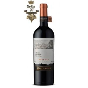 Rượu Vang Chile Ventisquero Reserva Carmenere có mầu đỏ của anh đào. Mũi cho thấy hương thơm của trái cây mầu đen và đỏ