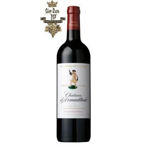 Rượu Vang Đỏ dArmailhac Grand Cru Classé có màu đỏ tối sang trọng. Hương thơm quyến rũ của trái cây, hoa quả cùng gợi ý của hương vani