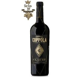 Rượu Vang Đỏ Mỹ Coppola Claret có mầu đỏ ruby. Hương thơm của quả nho đen, quả mâm xôi, hoa violet, hoa hồi.