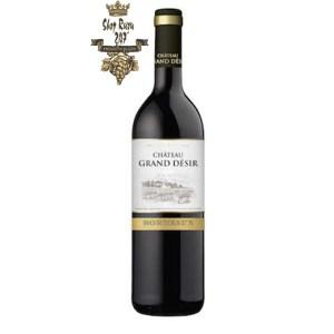 Rượu Vang Đỏ Pháp Chateau Grand Desir có màu đỏ tuyệt đẹp. Hương thơm tinh tế của các loại trái cây mầu đỏ như anh đào,
