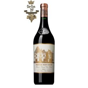 Rượu Vang Đỏ Pháp Chateau Haut Brion 2006 có mầu đỏ hồng ngọc. Hương thơm của mận, cao thảo, tinh dầu bạc hà