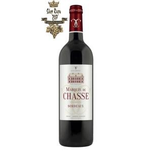 Rượu Vang Pháp Đỏ Marquis de Chasse Oaked Red Bordeaux có màu đỏ grannet ánh tím. Hương thơm của những bó hoa thanh lịch lan tỏa
