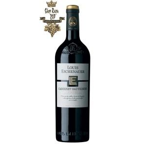 Rượu Vang Đỏ Louis Eschenauer Cabernet Sauvignon có mầu đỏ ánh tím đẹp mắt. Nó có hương vị đặc trưng riêng cùng hương thơm của trái cây mầu đỏ