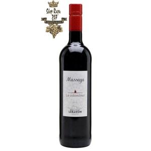 Rượu vang Li Băng Đỏ Massaya Le colombier 2019 có màu sắc dâu tây với sự phản chiếu của anh đào và mũi thơm