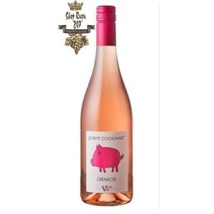 Rượu vang Pháp Le Petit Cochonnet Grenache 2019 cho cảm nhận về sự mịn màng ủa hạt dẻ tươi cùng một chút mùi hương