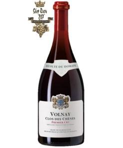 Volnay Clos Des Chenes có mầu đỏ đậm đặc của quả anh đào. Hương thơm phong phú và mạnh mẽ của cacao, trái cây mầu đen