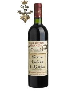 Rượu Vang Đỏ Chateau Guillemin 2011 La Gaffeliere Grand Cru có mầu đỏ ruby. Hương vị của trái cây, mận quả lý chua đen cùng gợi ý của socola