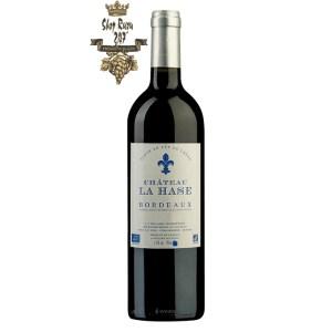 Rượu Vang Pháp Đỏ Chateau La Hase Bordeaux có mầu đỏ ruby sâu đậm. Hương thơm lan tỏa của trái cây, thân gỗ cùng gợi ý của vani và socola