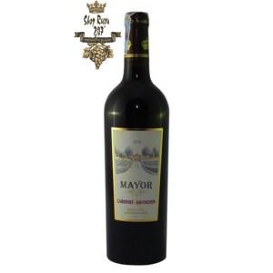 Rượu Vang Pháp Đỏ Mayor Cabernet Sauvignon có màu đỏ ruby ấn tượng, được làm ra từ hai giống nho chất lượng