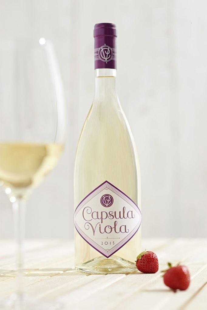 Rượu vang Ý Trắng Antinori Capsula Viola Toscana IGT với màu sắc tươi tắn trẻ trung, hương vị nhẹ nhàng, tinh tế phù hợp với mọi loại tiệc tùng.