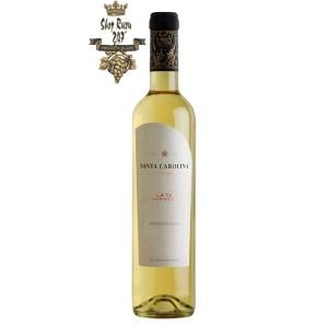 Vang Trắng SANTA CAROLINA Late Harvest Sauvignon Blanc có mầu vàng nhạt. Hương thơm của các loại quả đào, cam quýt, cây kim ngân hoa
