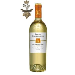 Rượu Vang Pháp Trắng Louis Eschenauer Chardonnay có mầu vàng cùng ánh xanh đẹp mắt. Hương thơm của hoa keo, bơ tươi, dứa
