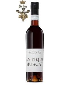 Vang Đỏ Úc Yalumba Antique Muscat 37.5cL có màu hổ phách đậm đến màu sắc, với hương thơm cổ điển của nho