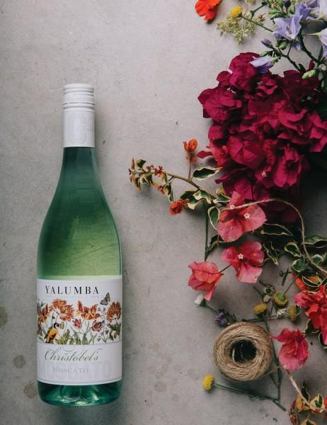 Rượu vang Úc Yalumba Christobel's Moscato mang đầy hương thơm của quả vải, quả xoài tươi hòa quyện