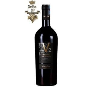 Rượu Vang Ý V2 Primitivo Del Salento Varvaglione Là loại 1 trong những loại vang đỏ cực kỳ thanh lịch, được ví như một đóa hoa. Khi thưởng thức, với tannin mịn mượt trên vòm miệng làm cho hương vị của vang sắc nét