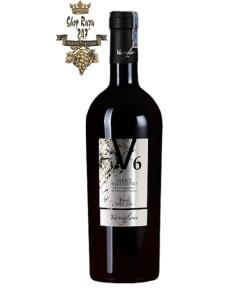 Rượu Vang Ý V6 Salice Salentino gắn liền với tên tuổi của nhà sản xuất Varvaglione. Vang được làm từ giống nho cũng khá nổi tiếng của vùng Salento miền Nam nước Ý