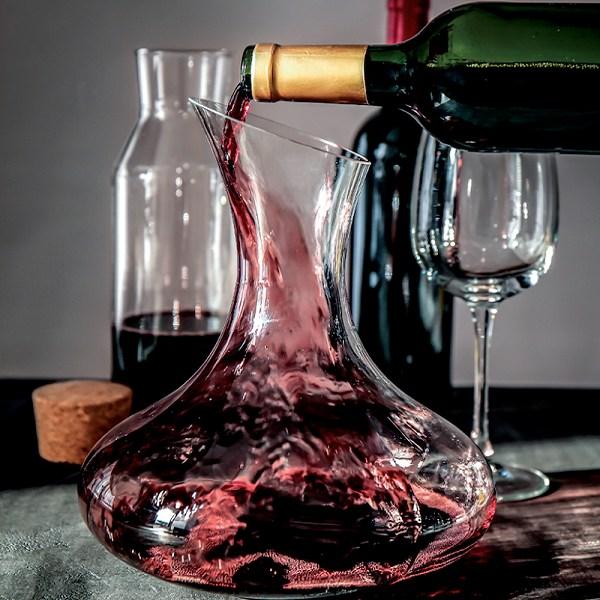 """Tại sao Rượu Vang cần """"thở"""" trước khi thưởng thức? Vang """"thở""""bao lâu là đủ?"""