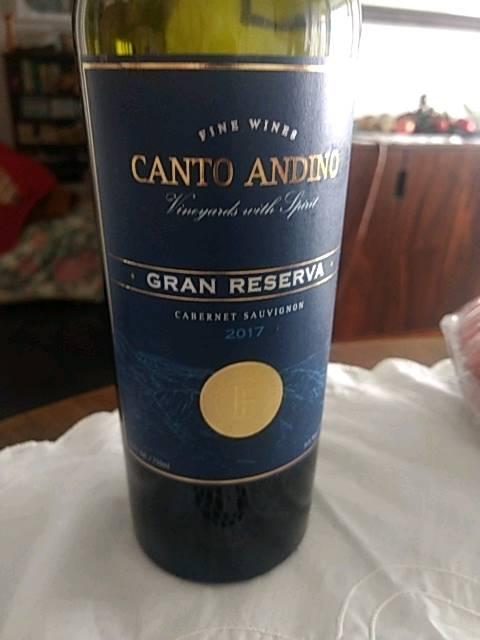Vang Chile Đỏ Canto Andino Gran Reserva Cabernet Sauvignon có màu đỏ đậm ánh tím đẹp mắt. Với nồng độ cồn khá nhẹ và êm ,