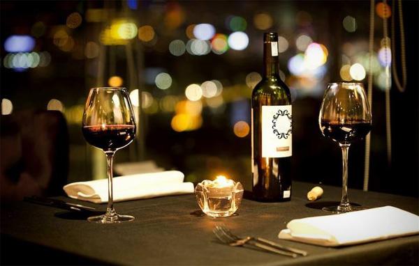 rượu vang là gì và lịch sử ra đời