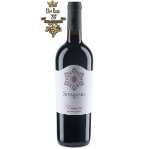 Loại rượu này đến từ tiền thưởng của vùng Sicily kỳ diệu. Nó là kết quả của sự kết hợp giữa hai giống nổi tiếng nhất Sicilia