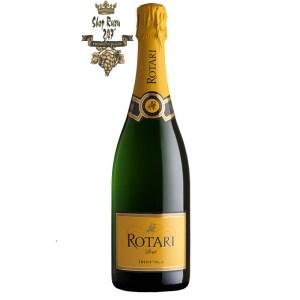 Vang Ý Rotari Brut Chardonnay có màu vàng rơm hơi ánh xanh nhã nhặn, tinh tế. Là sự kết hợp phong phú của các