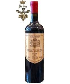 Rượu Vang Đỏ GianlucaNegroamaro 16% vol có màu đỏ đậm ánh tím đẹp mắt. Hương thơm là sự phức hợp của các loại hoa quả