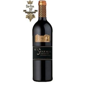 Rượu Vang Pháp Đỏ Chateau Ma Seguala có màu đỏ thẫm đặc trưng của khí hậu nắng nóng miền nam nước Pháp