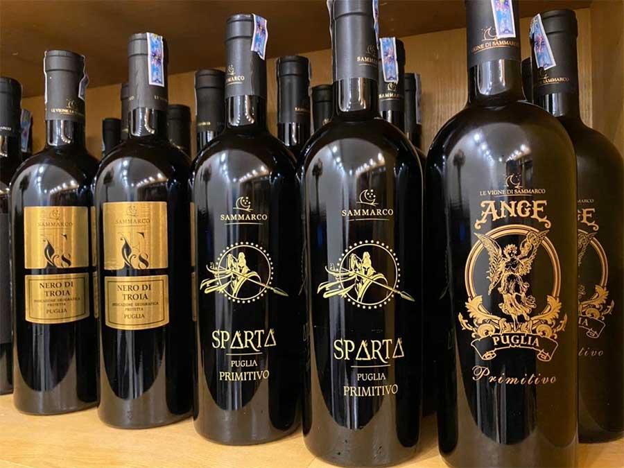 Rượu Vang Ý SPARTA Puglia Primitivo 19 độ có màu đỏ hồng ngọc đậm, rất trong sang và đẹp mắt
