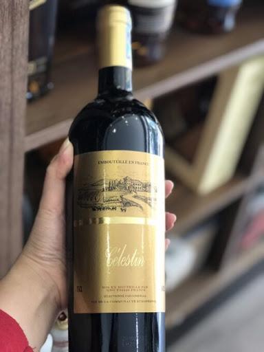 Rượu Vang Đỏ Pháp CÉLESTIN với màu đỏ ruby óng ả, mang mùi hương của trái mâm xôi và anh đào chín