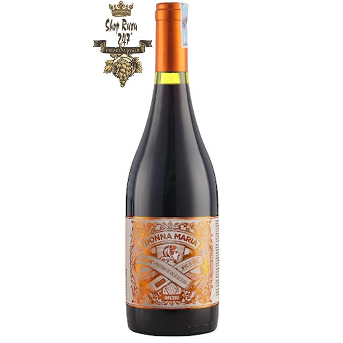 Vang Chile FALERNIA DONNA MARIA Khi ngửi cảm nhận được vị cay của gia vị, của tiêu, rượu mang đến độ đậm đà
