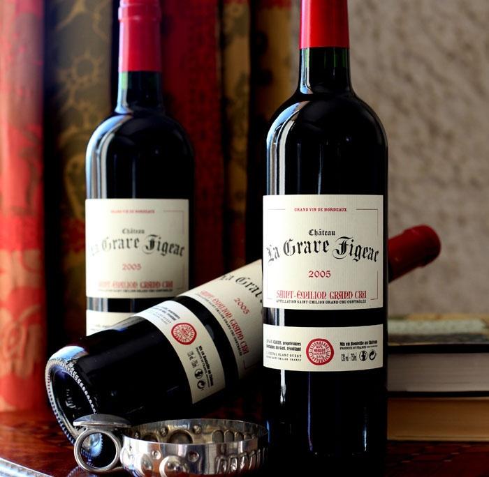 Có ba cấp bậc chính thức của phân loại chất lượng rượu vang Pháp: AOC (Appellation d'Origine Contrôlée) cho biết nguồn gốc địa lý