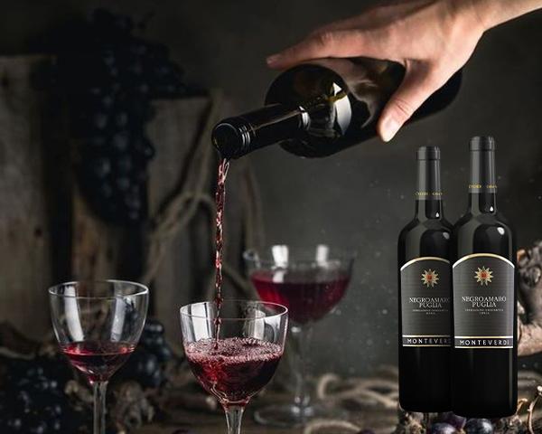 Rượu vang Negroamaro là một sự lựa chọn rất tuyệt cho dù bạn đặt gì trên bàn ăn