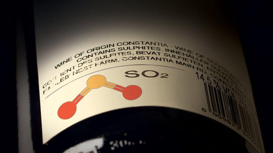 Sulfites là một chất bảo quản thực phẩm được sử dụng rộng rãi trong sản xuất rượu vang, nhờ khả năng duy trì