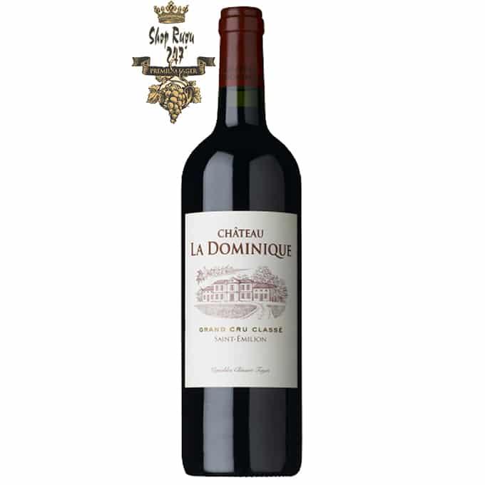 Rượu Vang Pháp Đỏ Chateau Dominica Grand Cru Classe có màu đỏ đậm rực rỡ, cung cấp một loại rượu trái cây, nhẹ và thanh lịch