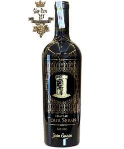 Rượu Vang Chateau Tour Seran 2014 Blend 22 Collection Jean Guyon có màu đỏ đậm ánh tím rất quấn hút. Trên mũi, hương thơm của rượu thanh thoát