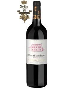 Vang Pháp Cheval Quancard Château Franc Pipeau Grand Cru 2014 có màu hồng ngọc sáng, óng ánh với màu tím đậm nổi bật. Hương thơm phức tạp
