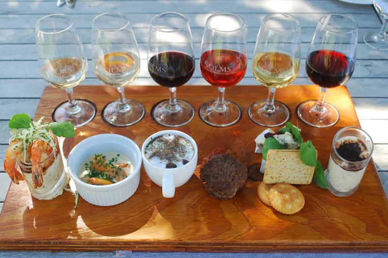 Kết hợp Rượu vang và thức ăn