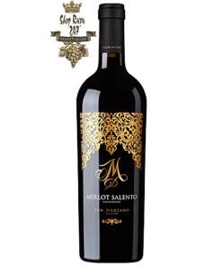 Rượu Vang M Merlot có màu đỏ đậm sâu với ánh tím ở thành ly, đem tới một ánh tín quyến rũ và lôi cuốn. Đây là một loại rượu vang phong phú