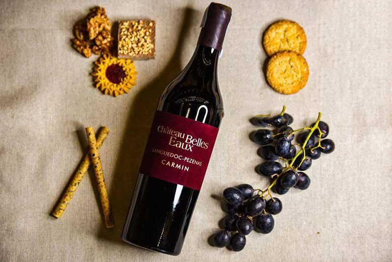 Từ một trong những lô cây nho Syrah uy tín nhất trong khuôn viên khách sạn, Château Belles Eaux Carmin mang đến một trải nghiệm ẩm thực