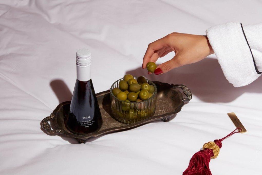 Gia vị đậm đặc có thể che khuất hương vị tinh tế của rượu và làm cho rượu có vị nhạt nhẽo. Tuy nhiên, các loại thịt béo như bánh mì kẹp thịt