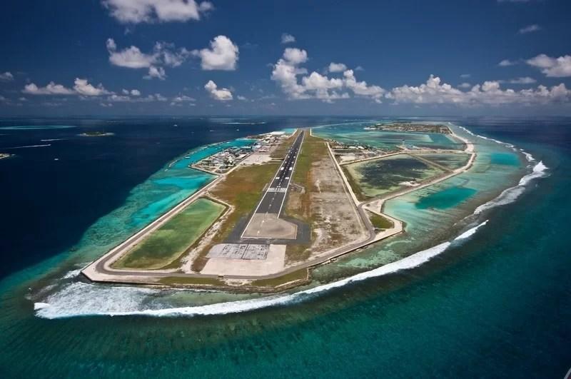 взлётная полоса на Мальдивах